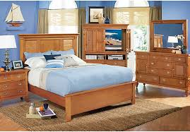 Rooms To Go Queen Bedroom Sets by Shop For A Belmar Pine 5 Pc Queen Bedroom At Rooms To Go Find