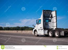 100 How Wide Is A Semi Truck White Big Rig Day Cab With Spoilers Run On Inter