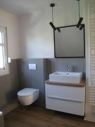badezimmer tags grau beton fliesen holz