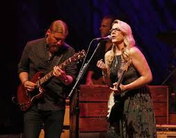 100 Derek Trucks Father Concert Review Tedeschi Band Beefed Up Rb Ensemble Shows