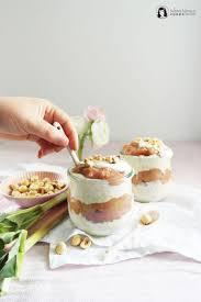 vanille rhabarber overnight oats mit haselnüssen
