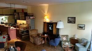 wunderbares kleines retro café im 60er jahre look mit
