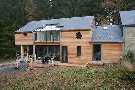 maison préfabriquée en bois massif empilé contemporaine à