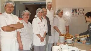 equipe de cuisine p déj au collège montaigne