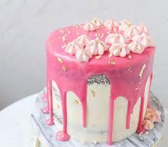 drip cake in rosa für baby mit baiser mein keksdesign