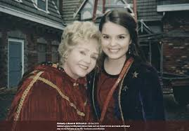 Cast Of Halloweentown by Original Cast To Reunite In Real Life Halloweentown To Honor