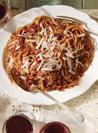 pates a l amatriciana spaghetti all amatriciana spaghettis à la sauce tomate piquante