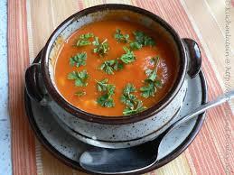 suppe der woche provençalische tomatensuppe mit pochiertem