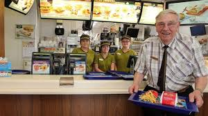 siege mcdonald oldest mcdonald s employee in europe celebrates 90th birthday at
