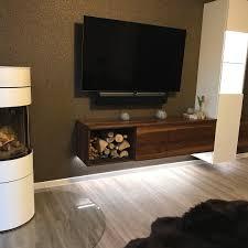 wohnzimmerwand aus kombination weiß lackiert und ami