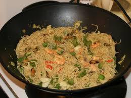cuisiner avec un wok wok de le mer et ses nouilles chinoises lacuisinefacile