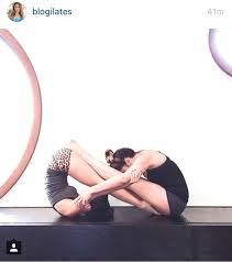 Cool Infinity Yoga Pose For Two People Great Best Friends YoYoYoga