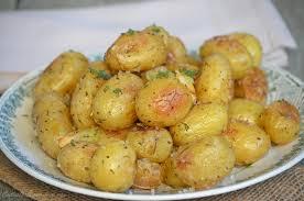 cuisiner la pomme de terre pommes de terre grenaille rôties au four le de c est nathalie