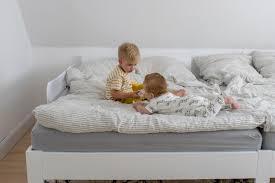 familienbett mit baby und kleinkind umstellung auf zwei kinder