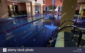 100 Kd Pool Modern House With Swimming Pool Architecture House With Garden