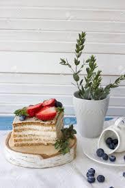diätetischer kuchen mit beeren stück kuchen köstlicher gesunder nachtisch das minimum an kalorien