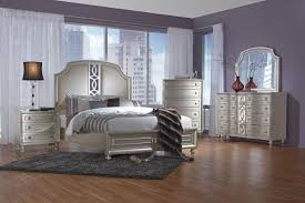 Colleen 5 Piece King Bedroom Set with 32