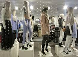 Creative Ideas Use Of Female Mannequins Displays For Clothing Retail Store