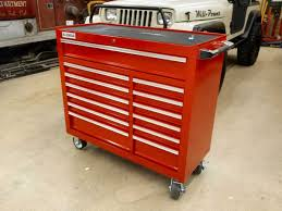 Which Is Better – A Wood Or Metal Top Tool Chest?