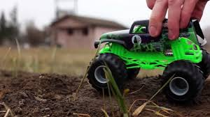 Grave Digger Monster Truck Toy - Diecast Monster Jam - Video Dailymotion