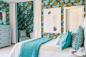 1 Patterned Wallpaper Bold Bedroom