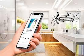 spiegel fürs bad mit modernem soundsystem livvi de