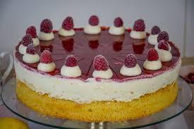 kiras bakery windbeutel torte mit himbeeeren wölkchentorte