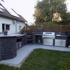 vielseitige und moderne outdoor küche