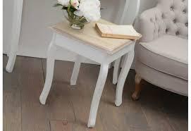 plateau canapé bout de canapé classique chic blanche et plateau en bois brut amade