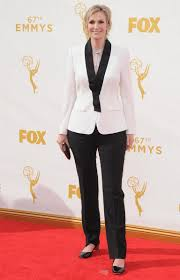 Halloween Wars Host 2015 by Jane Lynch Will Be The Host Of The 2016 People U0027s Choice Awards