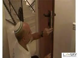 comment insonoriser une porte comment calfeutrer porte d entrée lasry