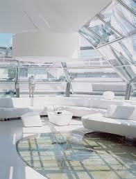 futuristisches wohnzimmer mit glasdach bild kaufen