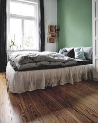 schlafzimmerblick schlafzimmer bett altbau altba