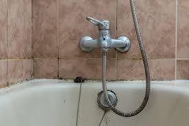 schimmel im bad erkennen und beseitigen