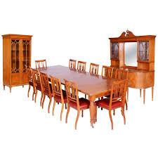 britisches esszimmer set aus satinholz mit 12 stühlen maple co 19 jh