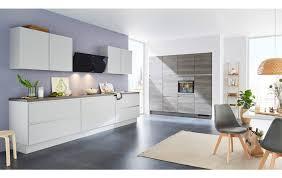 stylische küche in betonoptik ausgestattet mit markengeräten der firma aeg