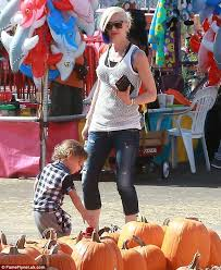 Shawns Pumpkin Patch Los Angeles Ca by Gwen Stefani Takes The Kids Out As Divorce With Gavin Rossdale