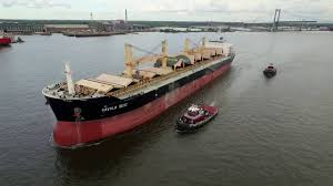 Pontoon Boat Sinks Nj by Pontoon Boat And Cargo Ship Youtube