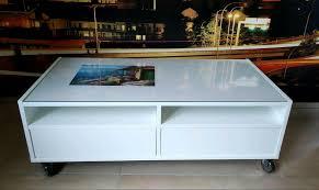 glastisch wohnzimmer mit rollen weiß