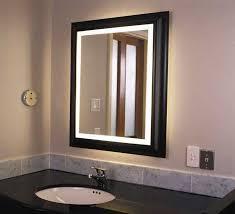badspiegel holz mit beleuchtung im eine rechteckige form