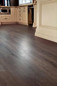 Kensington Manor Laminate Wood Flooring by Cortland Laminate Flooring Chestnut 16 93 Sq Ft Ctn At Menards