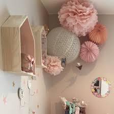 chambre fillette composition de lanternes roses et pêches pour chambre de