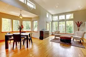 fantastische moderne wohnzimmer wohnlandschaft esszimmer riesige grüne helle zimmer mit modernen möbeln