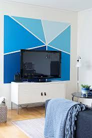 bemalte wand in verschiedenen blautönen bild kaufen