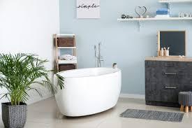 badezimmer idee blaue wandgestaltung bad deko