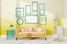 moderne wohnzimmer mit mittlerer plakat auf gelbe wand große biege sofa mit kissen in der nähe weißen le konzept der wohnung 3d übertragen