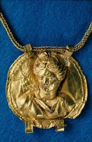100 The Madalion Medallion Of Thin Gold Has No Backing It Depicts A Bust Of