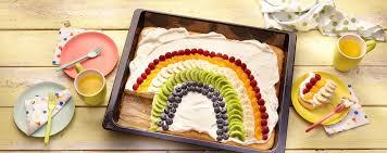 blechkuchen für den kindergeburtstag limo kuchen mit schokolinsen