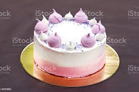 kuchen mit rosa baiser dekoriert kuchen für ein mädchen stockfoto und mehr bilder bunt farbton