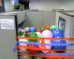 festive cubicle they decorated some poor bastard s cubicle